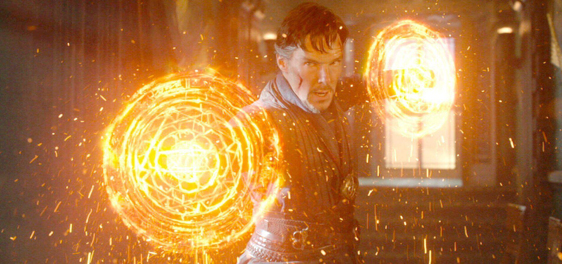 doctorstrange-benedictcumberbatch-glowingweapons-1-1