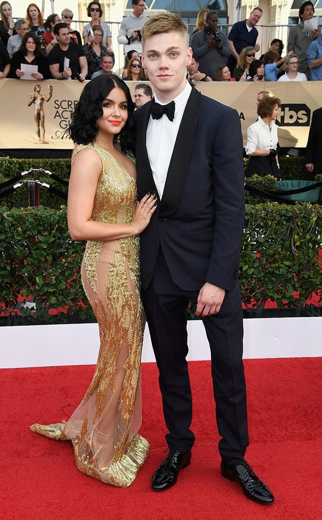 ariel-winter-levi-meaden-sag-awards-2017-min