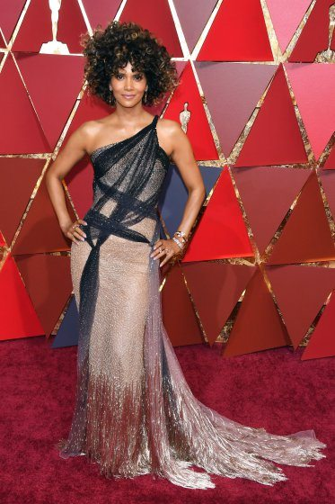 halle-berry-oscars-2017-red-carpet