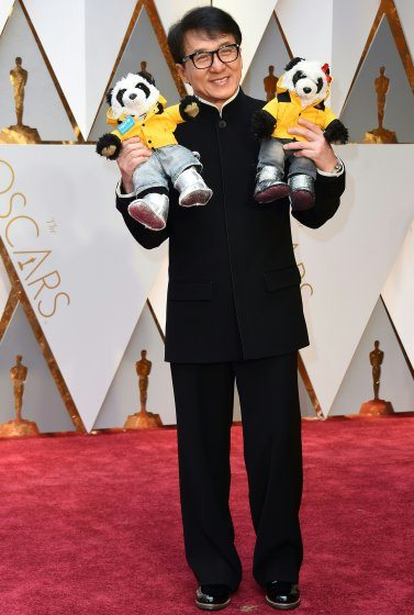 jackie-chan-oscars-2017-red-carpet